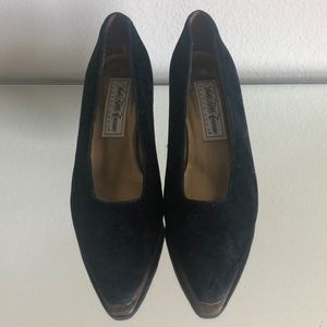 Vintage Velvet Saks Fifth Avenue Fenton Last Pumps